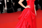 "Elizabeth Banks Goes Batty With Jay Leno, Does Cannes & Seems to Be the ""It"" Girl with THESE Upcoming Films"